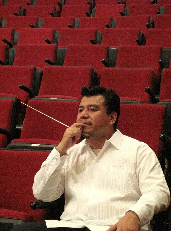 Rey Alejandro director de orquestas